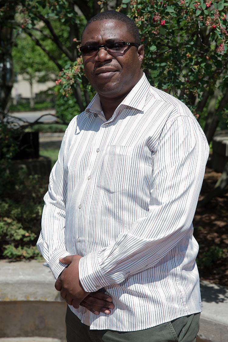 Avocat associé au cabinet Maja and Associates ; Maître de conférences à l'université du Zimbabwe